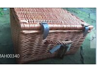 Willow picnic hamper/ basket for 2. Picnic ware, outside dining. BNIB with goodies included!