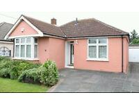 3 bed bungalow / available now / Rainham / 0208 514 5737