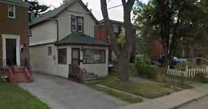 $2000/3br - Gorgeous House (Close to Warden St) utilities Incld