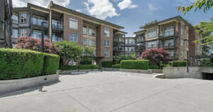 Bright, open 2 bed & 2 bath corner unit condo in Surrey Central