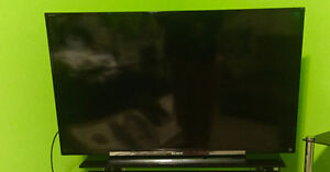 "SONY BRAVIA 1080p TV 43"" TV (Mint condition) 300$"