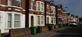 1 Double Bedroom Available / Room to rent in 5 Bed House, Nottingham, Lenton