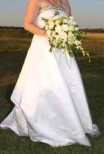 Beautiful alfred angelo wedding dress, needs to be dry cleaned