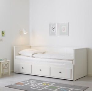 2 daybeds with 3 drawers/Twin or Queen