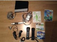 Console Wii + 2 controllers + wii fit + wii sports + super mario galaxy 2