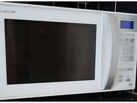 900W Microwave with Oven and Grill functions