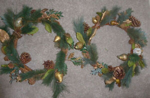 4 Christmas wreaths - as is $ 3 ea or all for $ 10