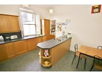 Beautifully presented one bedroom flat located close to the popular Shore area - Queen Charlotte St