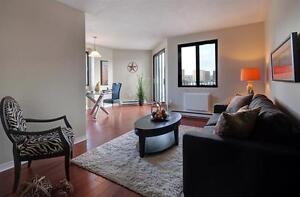 Ville Saint-Laurent-Rockland-Convenient-Pool-Balcony