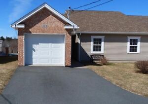 Lovely 1 Level Condo Townhouse with Garage