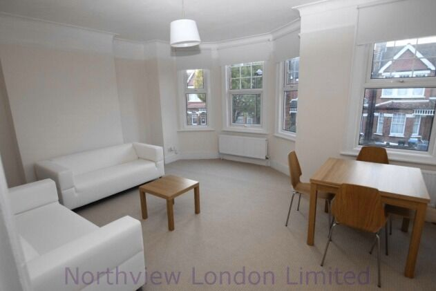 Newly refurbished two double bedroom flat in Palmers Green N13
