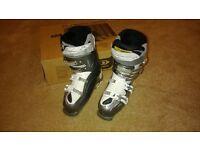 Size 5 Salomom ski boots great condition