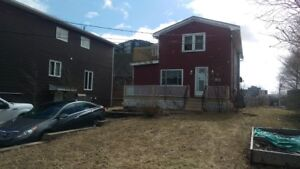 2 BEDROOM MAIN LEVEL FLAT IN FAIRVIEW!