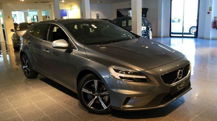 2017 volvo v40 t2 122 r design nav plus 5dr automatic petrol hatchback in horsham west. Black Bedroom Furniture Sets. Home Design Ideas