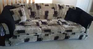 SOFA,LOVE SEAT & 4 ACCENT PILLOWS-MADE IN CANADA (REDUCED PRICE) London Ontario image 3