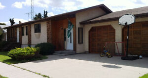 @@ LOOK @@   GREAT 4 BDRM HOME - 30 Mins from Regina -