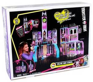 Monster High Deluxe High School Playset - new in box