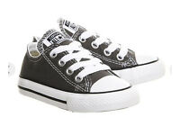 Converse all stars kids toddlers shoes size 9 (NEW)