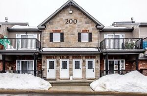 Rockland 2 bedroom Condo - low fees - Great Investment