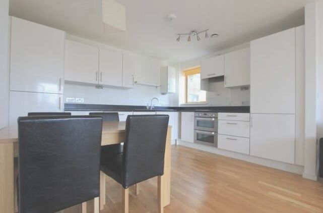 double room in modern 3 bedroom flat. Greenwhich Blackheath Elverson