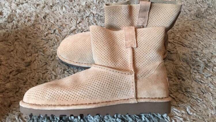 Ugg boots brand new size 6.5   in Northampton, Northamptonshire   Gumtree