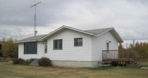Acreage house for rent near Warwick north of Vegreville
