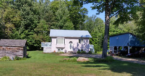 Country Living with Granny /Guest Flat & Acreage