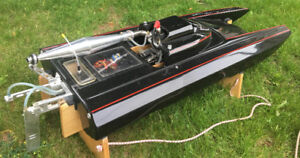 Catamaran RC Gas Boat