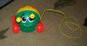 VINTAGE FISHER PRICE LADY BUG PULL TOY 1982 695