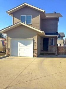 Detached Townhouse in Warman
