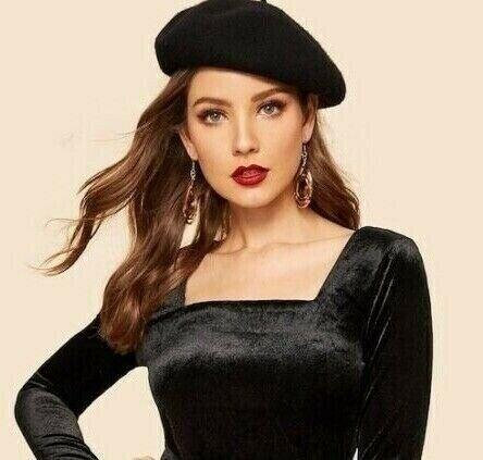 e880a2891504b Ladies New Premium Quality Wool Blend Classic Black Beret.