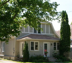 Charming Furnished Century Home Downtown Collingwood