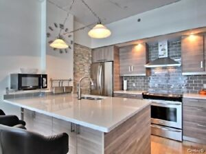 2 Beds-2 full Baths Condo  with  Parking  in Old Port
