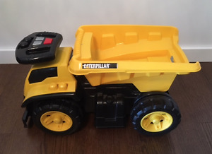 MEGA BLOCKS RIDE-ON 'CATERPILLAR' DUMP TRUCK!!