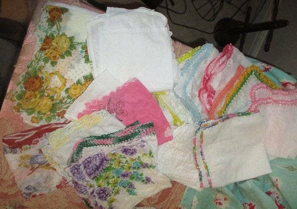 ANTIQUE LOT VTG 26 LADIES HANKIES, CROCHET, EMBROIDERED, FLORAL, LACE