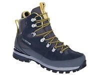 Ladies walking boots size 7