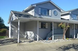 BEAUTIFULLY UPDATED TOWNHOUSE IN DUNCAN!