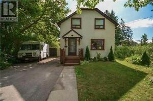 107 Wesley St Newmarket Ontario Beautiful House for sale!
