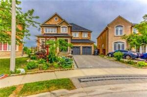 *Beautiful 4 bdr- Detached Backing on Ravine Double Door Entry*