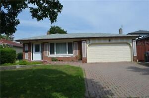 Very Well Maintained Backsplit 4 Detached House In Erindale