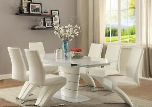 Sweet Deal Modern,Stylish Dining table w/ swivel extension leaf