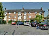 1 bedroom flat in Midhurst Gardens, Hillingdon, UB10 (1 bed)