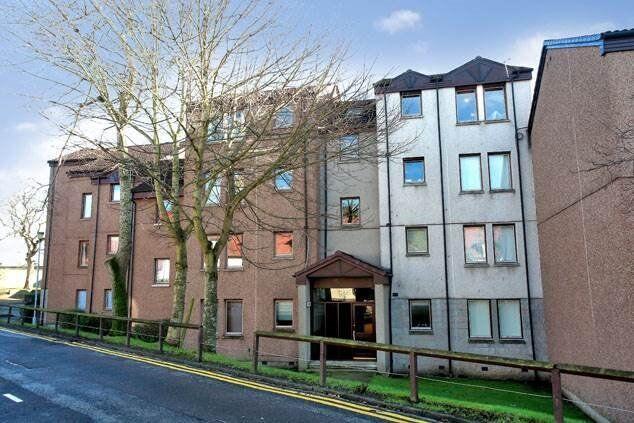 Spacious 2 Bedroom Flat 2nd Floor, Headland Court, Aberdeen near RGU