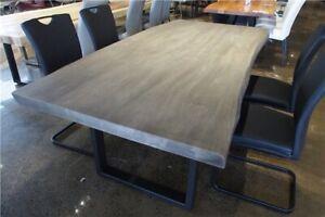 Table de cuisine en bois d'acacia gris massif live edge 84 x 40