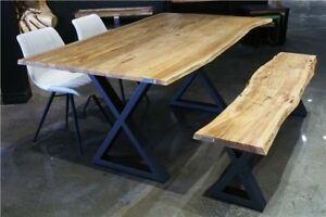 Table de cuisine en bois d'acacia massif live edge 67 x 36