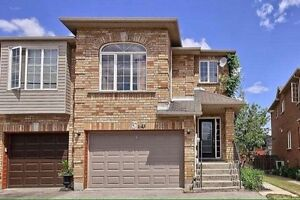 Beautiful Townhouse for Rent in Sought After Newmarket Location!