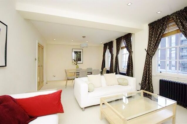 ***Stunning three bedroom and 2 bathroom apartment in Baker Street***