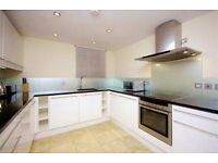 ***Stunning 3 bedrooms and 2 bathroom apartment in Baker Street***