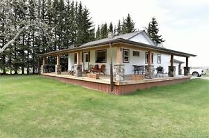 Picture Perfect Hideaway on 10 acres - Innisfail/Penhold area
