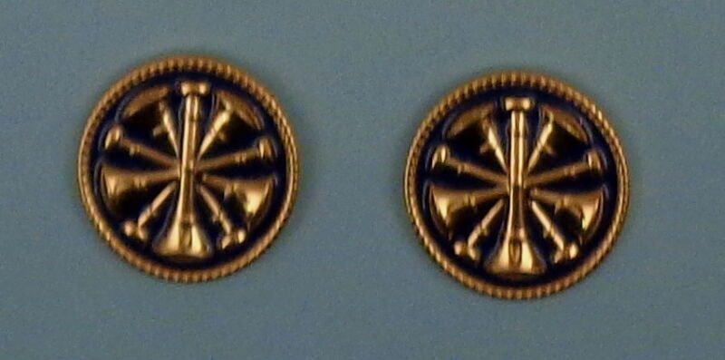 """5 Bugles CROSSED  Fire CHIEF GOLD & BLUE 2 Discs Collar/Lapel Pins 1"""""""